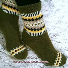 Ravelry: By the fireplace pattern by Jaana Talvitie Diy Knitting Socks, Hand Knitting, Knitted Hats, Knitting Designs, Knitting Patterns, Knit Stockings, Colorful Socks, Knit Picks, Knit Crochet
