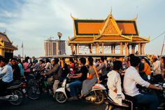 Tourist With Camera: Phnom Penh - Vibrant City