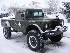 Kaiser M715. A guy down the road from me he one'a these!