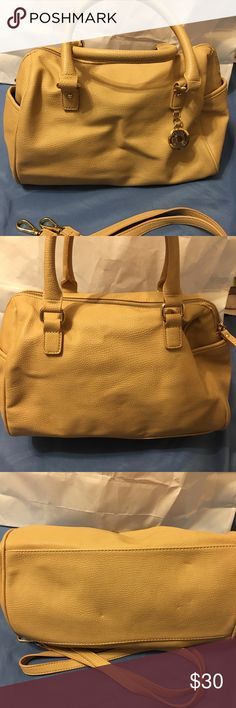 Tommy Hilfiger leather handbag used in very good condition Tommy Hilfiger Bags Satchels