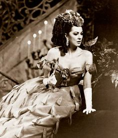 Anna Moffo as Violetta,1966, wearing Beaton's designs.