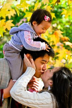 cute family pose of three with a young one Image Photography, Children Photography, Photography Poses, Family Photography, Pic Pose, Picture Poses, Photo Poses, Family Portrait Poses, Family Posing