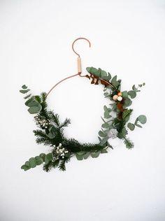 Corona para Navidad - Estuve navegando un poco por la red y he seleccionado 10 ideas para ti. Son perfectas para realizar con la familia y además no necesita mucho presupuesto.