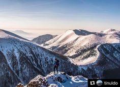 Kroky cestičky kľukaté či rovné také ktoré ťa dovedú k tvojmu obľúbenému miestu. Presne tam kde si vieš vždy najlepšie odpočinúť znova sa zhlboka nadýchnuť a byť k sebe úprimný......  #praveslovenske od @tinuldo ...... #slovensko #slovakia #mountains #winter #snow #hills #rocks #nature #landscape #hiking