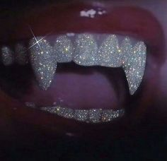 girls with grills teeth ~ girls with grills + girls with grills grillz + girls with grills gold + girls with grills aesthetic + girls with grills teeth + girls with grills grillz diamonds + girls with grills teeth diamonds Boujee Aesthetic, Bad Girl Aesthetic, Aesthetic Collage, Aesthetic Photo, Aesthetic Pictures, Aesthetic Makeup, Bedroom Wall Collage, Photo Wall Collage, Glitter Fotografie