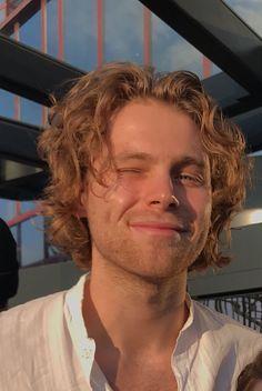 𝘽𝙚 𝙢𝙮 𝙗𝙤𝙮𝙛𝙧𝙞𝙚𝙣𝙙 : Luke Hemmings - Beautiful. 5sos Luke, 1d And 5sos, Ashton Irwin, Calum Hood, Luke Hemmings, 5 Seconds Of Summer, Pop Punk, Beautiful Boys, Pretty Boys