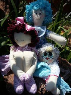 Mais bonecas.