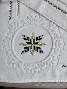 Banyo Bargello, Stencils, Diy And Crafts, Retro, Cross Stitch, Embroidery, Pattern, Dish Towels, Hardanger Embroidery