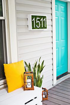 Make this DIY house numbers to improve curb appeal, help people find your house on the street. Quit painting on cement, try these DYI house number ideas. Deco House, Diy Casa, Beautiful Mess, House Numbers, House Colors, Home Projects, Modern Decor, Diy Home, House Design