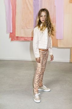 CKS Pre Spring - Tight-fit broek van CKS met een used-look all-over bronskleurige metallicprint Tween Fashion, School Fashion, Toddler Fashion, Outfits For Teens, Trendy Outfits, Girl Outfits, Fashion Outfits, French Kids, For Elise