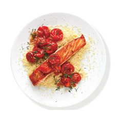Salmon With Sautéed Tomatoes ❤ liked on Polyvore featuring food, food and drink, comida, fillers, circle, circular and round