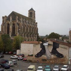 Graffiti : Vue d'ensemble sur la peinture murale réalisée par l'artiste Escif lors du festival Street Art « Le 4e Mur » édition 2012 à Niort en France.