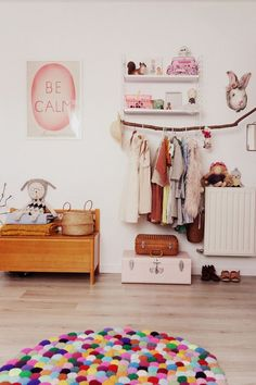 Vintage and colourful inpired girlsroom