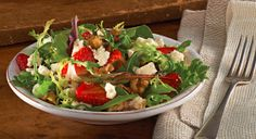pkg. (5 oz.) mixed baby greens 1 cup sliced fresh strawberries ...