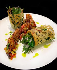 Foodstar Richard Knott ( shared a new image on Foodstarz /// Grilled Spicy Shrimp, Italian Salsa (Tomato, Olive, Caper,… Seafood Recipes, Appetizer Recipes, Cooking Recipes, Baby Gourmet Recipes, Sushi Recipes, Gourmet Foods, Vegan Foods, Vegan Recipes, Salad Presentation