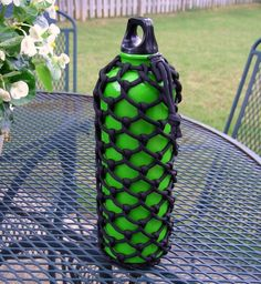Half hitched paracord water bottle sleeve 1 by Stormdrane