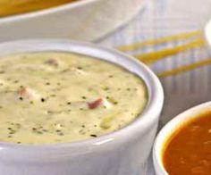 Ingredientes: 100 g de manteiga , . 1 cebola média ralada , . 250 g de presunto picado , . 1 xícara (chá) de salsa picada , . 1 lata de creme de leite , . 2 colheres (sopa) de queijo parmesão ralado