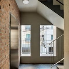 Neubau sockelgeschoss – verbindungssteg zum apartment / treppe (c)tom bisig, basel von forsberg architekten ag modern   homify Basel, Stairs, Windows, Modern, Home Decor, Brick, Architects, New Construction, Stairway