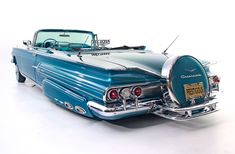 1960 Chevrolet Impala with a full Continental kit. 1960 Chevy Impala, Chevrolet Impala, Vintage Cars, Antique Cars, Custom Chevy Trucks, Futuristic Cars, Us Cars, Dodge Charger, Amazing Cars