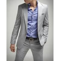 Traje gris sin corbata