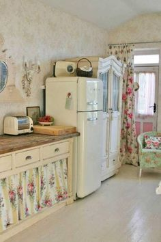 This shabby chic kitchen using vintage fridge.