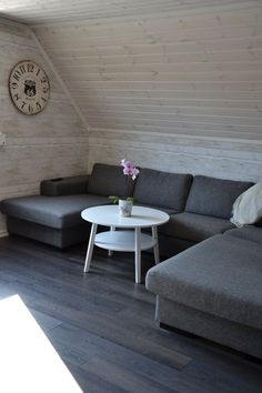 Glazing white wood wall panels - 35 ideas for a country house Sitting area under a sloping roof – white glazed wooden wall panels and dark wooden floor Wooden Wall Panels, Wood Panel Walls, Wooden Walls, White Corner Sofas, Dark Wooden Floor, Wood Floor, White Wood Paneling, Round Sofa, Diy Outdoor Furniture