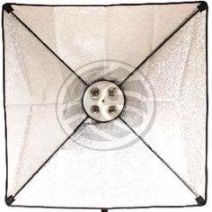 """Foco de estudio de luz continua de forma cuadrada y con campana reflectora de tipo softbox o ventana difusora. Dispone de roscas E27 para 4 bombillas de luz continua (no incluidas). Fabricado en plástico negro ABS, con soporte orientable y con fijación soporte con espita universal de 5/8""""."""