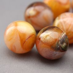 6 Vintage Caramel and Gold Swirled Round Marble Lucite Beads 16mm