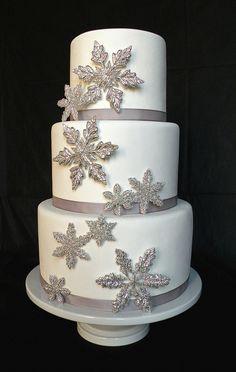 winter wedding snowflake cake