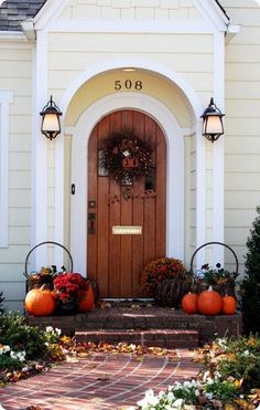 Simple and rustic Halloween front door decor idea.