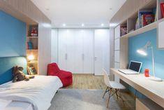 Эта квартира, оформленная студией Lugerin Architects, находится в жилом комплексе Комфорт Таун в Киеве. Её отличает красивая ровная планировка с открытым общим пространством гостиной, кухни и столовой с выходом на террасу. Светлый холл и коридор, а также правильные пропорции спален делают резиден...