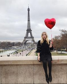Today @noelledowning & I had a blast shooting photos with the awesome @byhaleigh at the Eiffel Tower Unfortunately I was pickpocketed and my phone & credit cards were stolen from my coat  I was planning to have a meet-up tonight and I'm so sad I wasn't able to. It's my favorite part of every trip to Paris. Stay safe my loves and I'll see you next time!  Aujourd'hui @noelledowning et moi faisaient un shooting  avec l'adorable @byhaleigh à la Tour Eiffel  Malheureusement j'ai été pickpocketé…