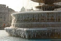 Trafalgar Square, London in winter. Brrrrr.