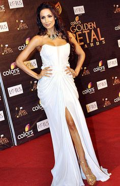Malika Arora Khan took the red carpet by storm at the Golden Petal Awards in an off shoulder dress. Indian Bollywood Actress, Indian Actresses, Bollywood Fashion, Indian Celebrities, Bollywood Celebrities, Celebrity Dresses, Celebrity Style, Sexy Dresses, Nice Dresses