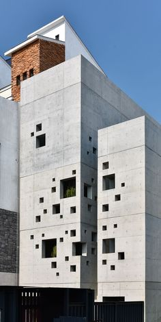 facade: the face of a building, especially the principal front that looks onto a street or open space. facade: the face of a building, especially the principal front that looks onto a street or open space. Architecture Design, Concrete Architecture, Modern Architecture House, Facade Design, Modern Buildings, Amazing Architecture, Exterior Design, Open Space Architecture, Vintage Architecture