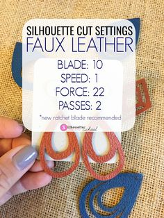 Best Silhouette Cut Settings for Faux Leather (And Easiest Faux Leather to Cut) # Best Silhouette CAMEO cut settings for Faux leather earrings (and the best faux leather sheets I've found) Silhouette School Blog, Silhouette Vinyl, Silhouette Portrait, Silhouette Design, Silhouette Studio, Silhouette Cameo Gifts, Silhouette Cutter, Silhouette America, Silhouette Files