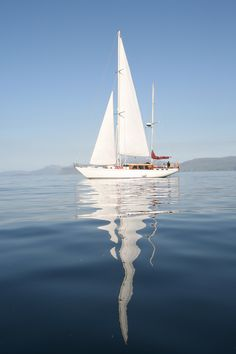 Iate à vela Camper & Nicholson, Soutache - my mental escapes - Artes Marciais Sailboat Art, Sailboat Painting, Sailboats, Beach Scenes, Nature Pictures, Strand, Sailing Ships, Kayaking, Scenery