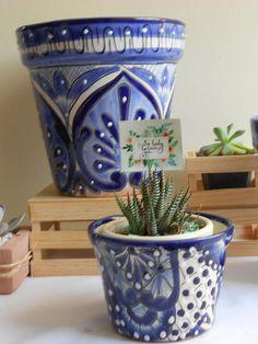 MACETAS DE TALAVERA Set de 3 Painted Flower Pots, Painted Pots, Pottery Painting, Ceramic Painting, Decoupage, Clay Pots, White Decor, Clay Crafts, Garden Pots