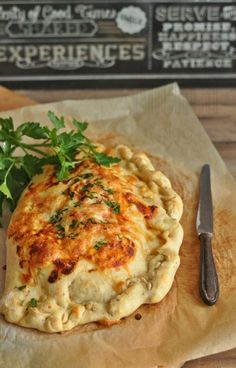 Calzone z warzywami Calzone, Chorizo, Tortellini, Vegan Recipes, Vegan Food, Lasagna, Quiche, Pizza, Chicken