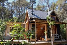 This is a tiny log cabin in New Zealand called the Fossickers Hut. From the outside, you'll notice it has a classic pioneer style to it. It's a tribute to the gold miners who once lived…