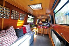Boat in Southam, United Kingdom. Serenity is not your average narrow boat - comfortable and stylish she offers a fresh, quirky holiday in the depths of Warwickshire's peaceful countryside.    She is particularly unusual because this boat marries together two seemingly incompatibl...