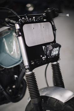 Suzuki Cafe Racer, Cafe Racer Bikes, Tracker Motorcycle, Motorcycle Headlight, Motorcycle Clubs, Custom Motorcycles, Custom Bikes, Tw Yamaha, Tw 125