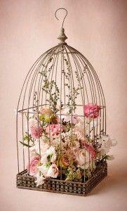 Gaiola decorativa com flores