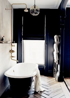What started off my love affair with black walls in interior design - Jenna Lyons' bathroom featured in Living Etc. a cave I long to cocoon myself in Bad Inspiration, Bathroom Inspiration, Interior Inspiration, Interior Ideas, Black Walls, Black Tub, Black White, Black Bathtub, Decorating Bathrooms