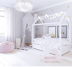 kleinkind zimmer Love the cabinets underneath Baby Bedroom, Baby Room Decor, Girls Bedroom, Bedroom Decor, Little Girl Bedrooms, Big Girl Rooms, Toddler Rooms, Girl Bedroom Designs, Daughters Room