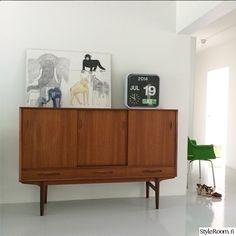 60-luvun kerrostalokoti itä-helsingissä - Sisustuskuvia jäseneltä asliufacik - StyleRoom Credenza, Teak, Flooring, Cabinet, Storage, Rooms, Furniture, Home Decor, Clothes Stand