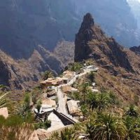 Masca walk excursion in an impressively isolated and picturesque gorge, is generally considered Tenerife′s prettiest village. Old Stone Houses, Outside World, Trekking, Great Places, Palm Trees, Walking, The Incredibles, Tours, Vacation