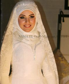I love how they can combine a western-style dress with a hijab. SO PRETTY!