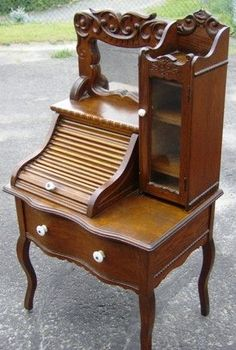 Antique Furniture Sold - Aubrey's Antiques, not sure what I would do with it, just know I love it!!