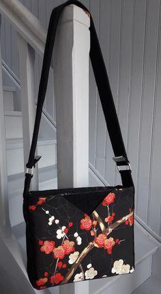 Sac Mambo rouge et noir japonais cousu par Marie - Patron Sacôtin
